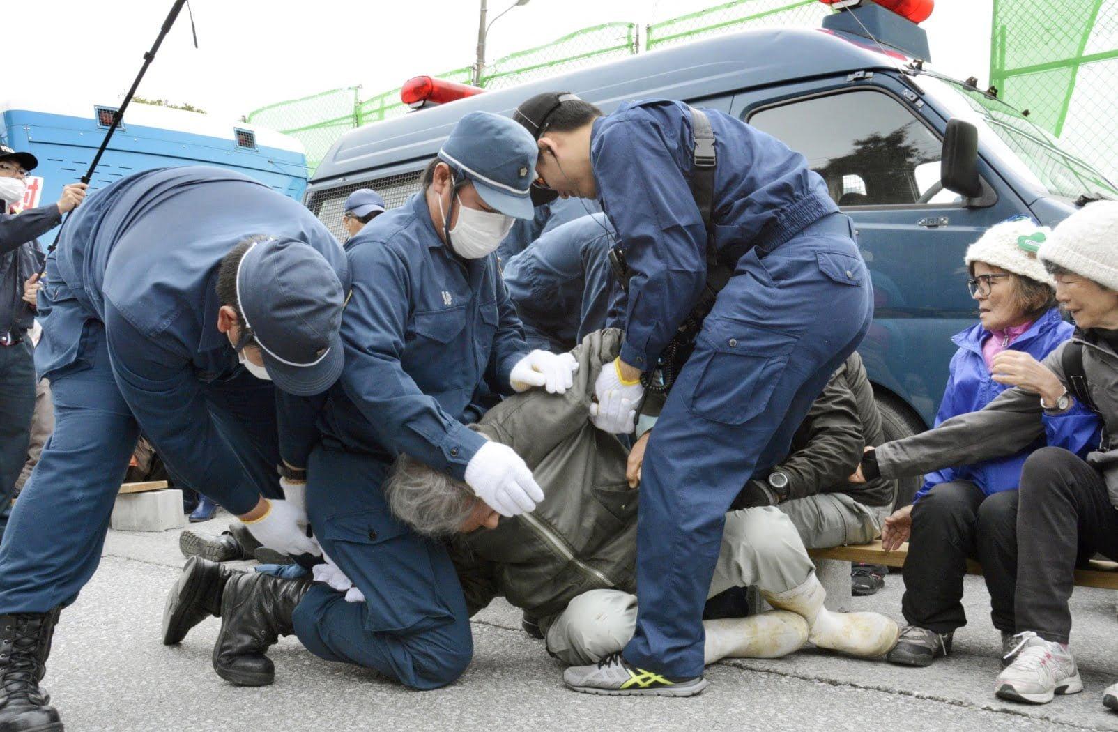 henoko2 - Protests Greet Henoko Construction/辺野古移設  沖縄の美しい海、また埋め立てられていく